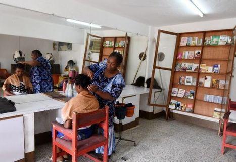 En Côte d'Ivoire, des salons littéraires dans les salons de coiffure | Bibliothèques et Cie | Scoop.it