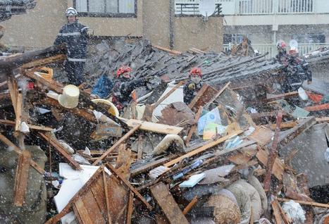 [Photo] Secouristes français dans la neige à Natori | Flickr - Photo Sharing | Japon : séisme, tsunami & conséquences | Scoop.it
