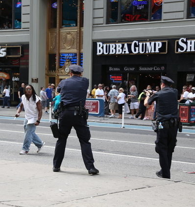 Police Shoot Man in Midtown, and Tourists Reach for Cameras   New York City Chronicles   Scoop.it