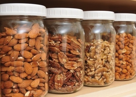 A handful of nuts a day could slash the risk of #heart disease, #cancer, #obesity and more by up to 30% | Love | Scoop.it