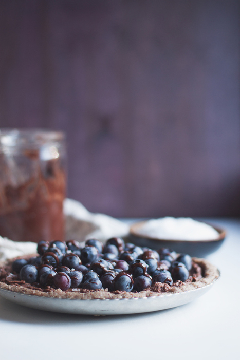 #GuiltFree // Raw Salted Blueberry Chocolate Tart | The Man With The Golden Tongs Goes All Out On Health | Scoop.it