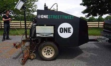 One Street Tweet, una gran impresora para dejar nuestros mensajes en la carretera | educARTE | Scoop.it