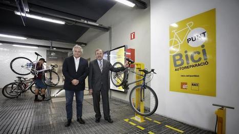 FGC y el RACC firman un acuerdo para instalar puntos de autoreparación de bicicletas