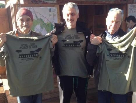 PARCO DEGLI ACQUEDOTTI  Si vendono magliette per piantare degli alberi  e1a9d1288d4f