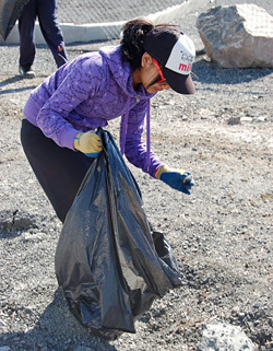 Cleaning for cash: Yellowknife groups earn extra money by picking up garbage | Social Media | Scoop.it