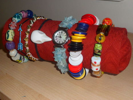 Jewellery display roll made with every day items.   I don't do fashion, I am fashion   Scoop.it