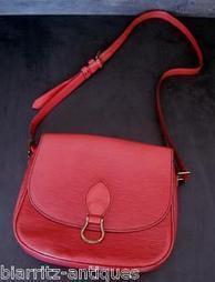 Sac besace Vuitton modèle Saint-Cloud en cuir épi rouge b90bb599075