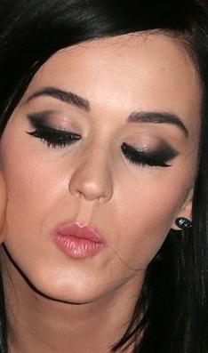 Gatinho sexy - Make do dia - CAPRICHO | Moda e Beleza | Scoop.it