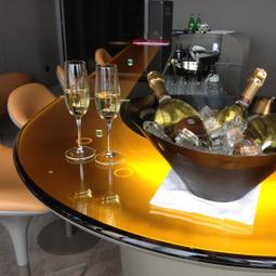 Bar à champagne au restaurant Ciel de Paris | cieldeparis.com | champagne & marketing | Scoop.it