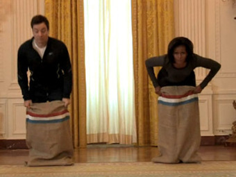 WATCH: Michelle Obama Kicking Jimmy Fallon's Butt In A Sack Race @MICHELEOBMAMA @WHLIVE | Transmedia Indie Watch | Scoop.it
