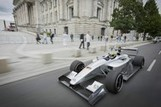 Qualcomm Racing to Create Wireless Charging for Electric Cars - Bloomberg | Ideas | Scoop.it