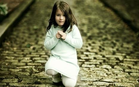 Looking Sad Child Girl Wallpaper Cute Baby Wa