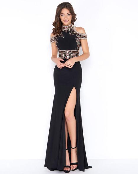 80e97d841e55c How to Accessorize a Plain Black Prom Dress