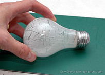 DECK THE HOLIDAY'S: DIY HOLLOW OUT A LIGHT BULB! | HTM_DIY - Artesanías | Scoop.it
