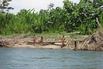Alerte aux contacts des touristes avec les Indiens isolés du Pérou   Survival   Kiosque du monde : Océanie   Scoop.it