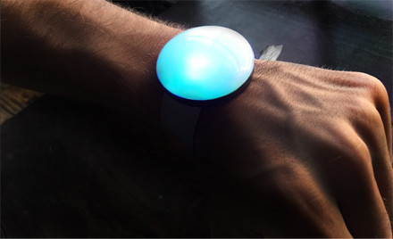 How This Wearable Tech Device Provides Custom Marketing at Large Events | UX-UI-Wearable-Tech for Enhanced Human | Scoop.it