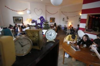 Café y galletas gratis, en este local se paga el tiempo | Emprenderemos | Scoop.it