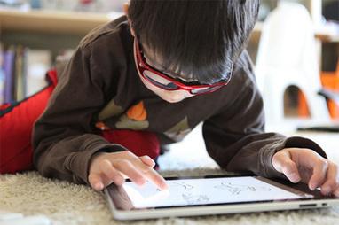 Les petits dans la cour d'écrans- Ecrans | Les enfants et les écrans | Scoop.it