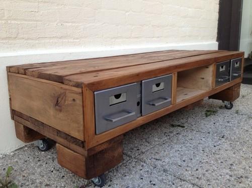 des meubles en palettes blog d co mais. Black Bedroom Furniture Sets. Home Design Ideas
