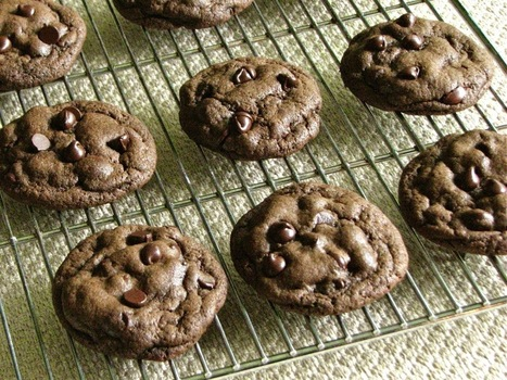 Delectably Mine: Chocolate Fudge Cookies | The Man With The Golden Tongs Hands Are In The Oven | Scoop.it