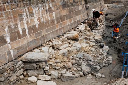 Archéologie au pied des remparts du Mont-Saint-Michel : fouille de la tour Denis - Institut national de recherches archéologiques préventives   GenealoNet   Scoop.it