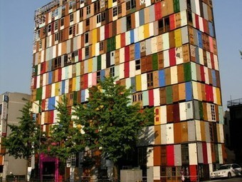 Artist Covers 10-Storey Building With 1,000 Recycled Doors | sustainable architecture | Scoop.it