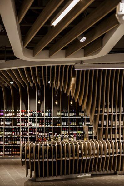 Spar supermarket displays groceries between curved wooden ribs | Architecture, design & algorithms | Scoop.it
