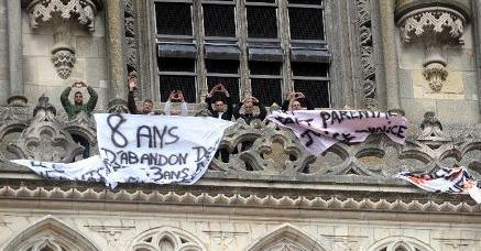 Droits de l'enfant bafoués : 8 pères et 1 mère escaladent la Cathédrale d'Orléans ! | JUSTICE : Droits des Enfants | Scoop.it