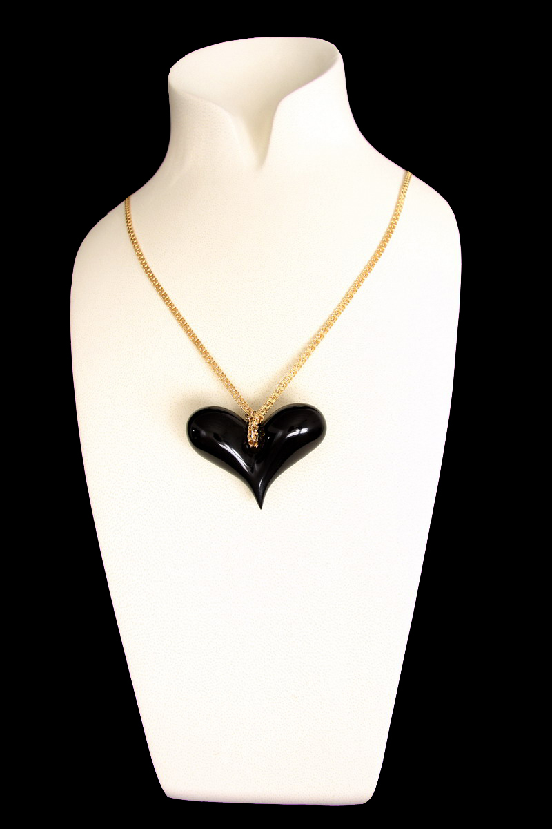 BLACK HEART is the first jewel designed by Emanuele Rubini dedicated to Amy Winehouse.