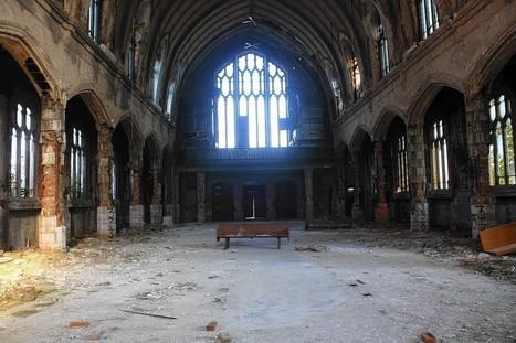 Detroit's abandoned buildings draw tourists instead of developers | Detroit | Scoop.it