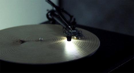 Cet artiste astucieux a créé un tourne-disque capable de transformer le bois d'un arbre en un véritable vinyle | Paper Rock | Scoop.it