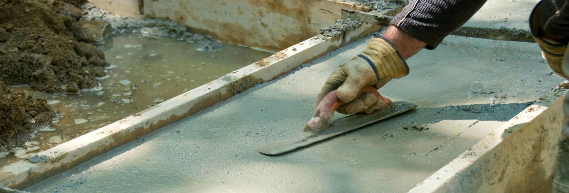 Видеть множество бетонных построек — вы будете под надежной защитой.