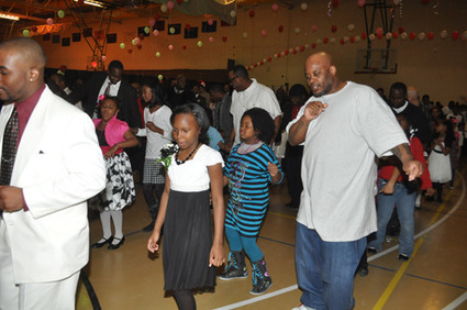 4WCommunity Happenings: Milwaukee Recreation, Fatherhood Initiative make room for Daddy and Daughters at annual dance | Milwaukee Community Journal | narme | Scoop.it