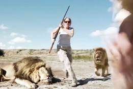 Watch as lion creeps up on trophy hunters who shot his pal | Trophy Hunting: It's Impact on Wildlife and People | Scoop.it