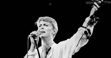 Flashback: David Bowie Plays a Haunting 'Heroes' in 1978 | B-B-B-Bowie | Scoop.it