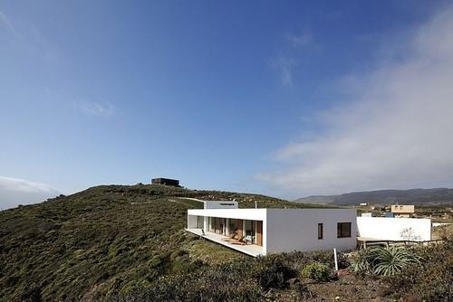 Maison moderne sur la falaise par Nicolás Lipthay Allen ...