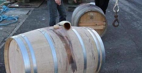 Les barriques de vin embarquées sur le «Tres Hombres». Info - Quimper.maville.com   Le vin quotidien   Scoop.it