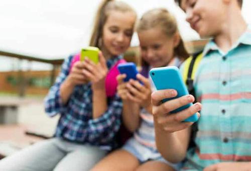 Móviles en las aulas � Controversia aún �� en 2021