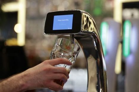 Robo barmaid slashes pub waiting time and pours pints with touch of a card | Xposed | Scoop.it