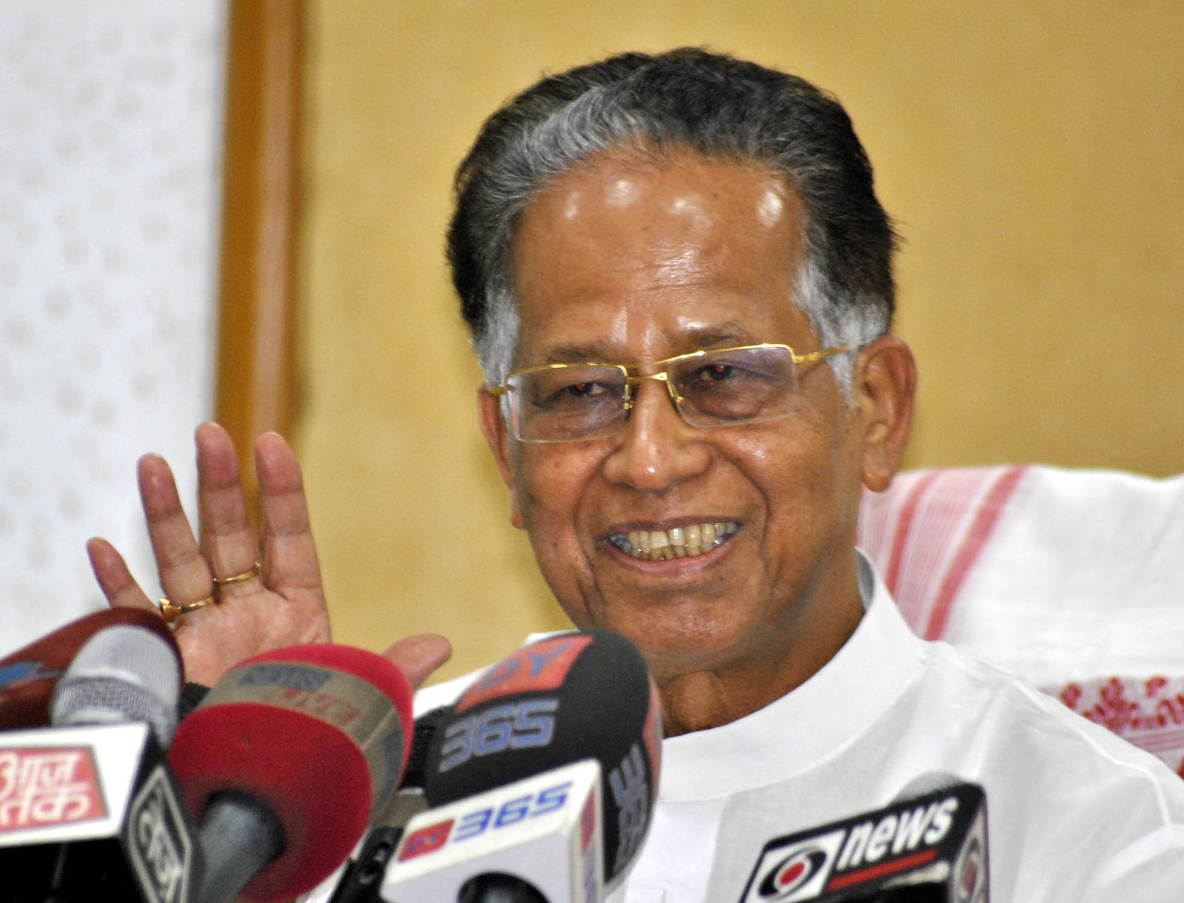 Tarun Gogoi seeks NIA probe into Assam violence