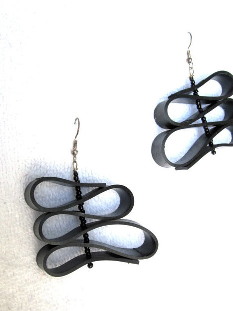 Upcycled Recycled / Bicycle Inner Tube / Salvaged Black Seed Beads / Earrings | Ecofashion | Scoop.it