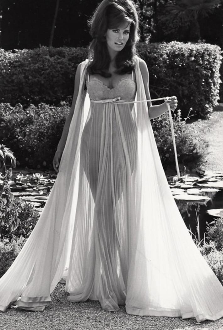 Raquel Welch in Dreamy Lingerie, 1968 | Lingerie Love | Scoop.it