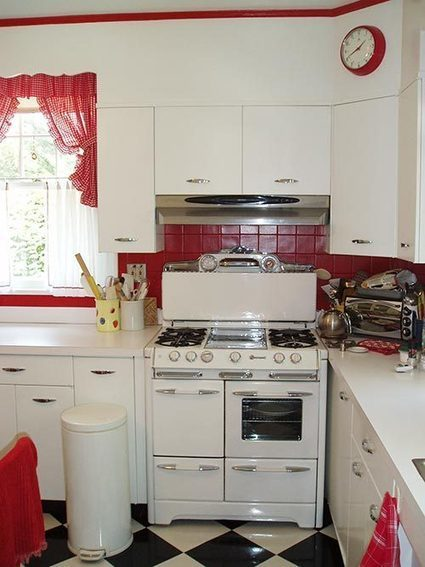Sunny red and white vintage kitchen for David's 1930 Dutch colonial ... | Vintage Kitchens | Scoop.it