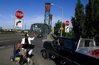 Longtime Hawthorne Bridge street entertainer dies: Portland ...   Portland Oregon Mayor Sam Adams   Scoop.it