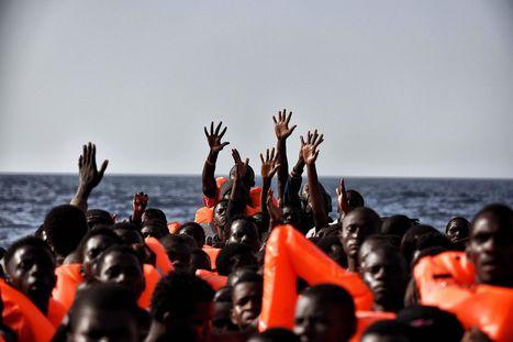 Aris Messinis, octobre 2016 : au secours des migrants, en Méditerranée | Images fixes et animées - Clemi Montpellier | Scoop.it
