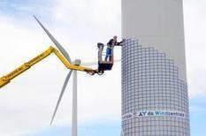 Record: 1 700 familles hollandaises collectent 1,3 M€ en  13 heures pour acheter leur éolienne.   Dutch households buy turbine by crowdfunding | ECONOMIES LOCALES VIVANTES | Scoop.it