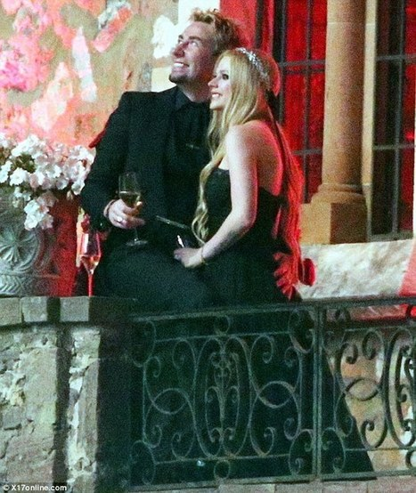 Avril Lavigne Wedding Gown: Fashion Best Combination 2012 (158)