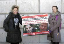 Rassemblement à Paris pour Rodolfo Cázares et Olivier Tschumi, otages au Mexique - Politique | Olivier Tschumi, séquestré au Mexique | Scoop.it