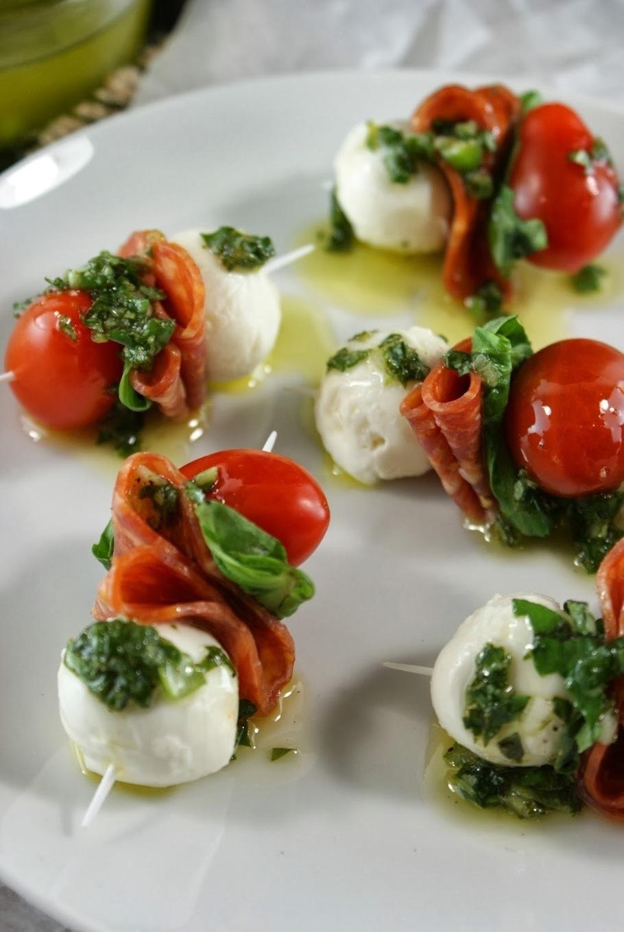 Pepperoni caprese bites with basil vinaigrette for Mozzarella canape