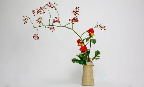 Color Space Ikebana with fresh flowers • Ikebana Beautiful | TRENDBUBBLES | Scoop.it